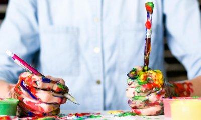 Metodi di studio efficaci - ragazzo con colori